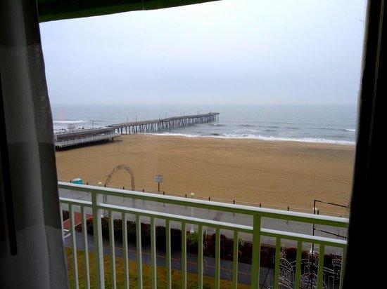 Best Western Plus Sandcastle Beachfront Hotel: Ocean/Pier View From Room
