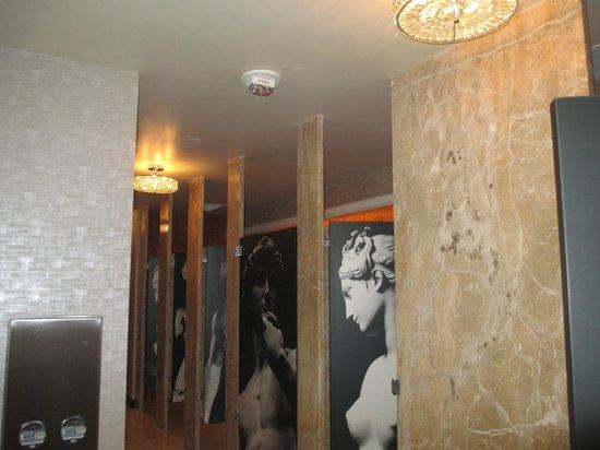 Caesars Palace: casino restroom