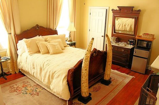 RIsing Sun Bed and Breakfast : Ivory Room