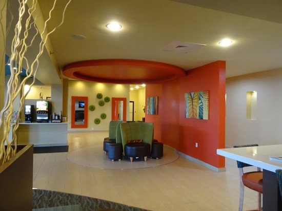 Best Western Plus Sandcastle Beachfront Hotel: Hotel Lobby