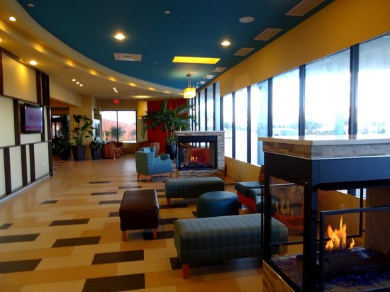 BEST WESTERN PLUS Sandcastle Beachfront Hotel : Hotel Lobby