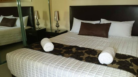 Grange Resort Hervey Bay: Master Bedroom - King Bed