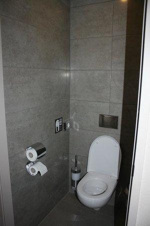 MEININGER Hotel Amsterdam City West: Zona inodoro