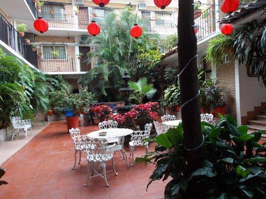 Hotel Posada de Roger: courtyard