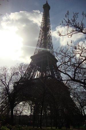 Ibis Styles Paris Gare de l'Est Chateau Landon: Torre Eiffel. Ela é linda não é? Apaixonei!!