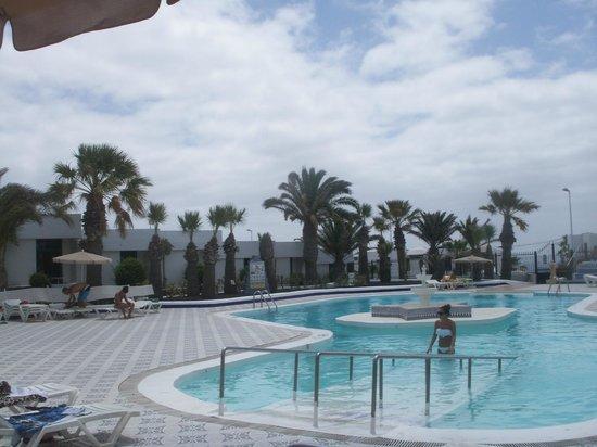 Apartamentos Panorama: the pool