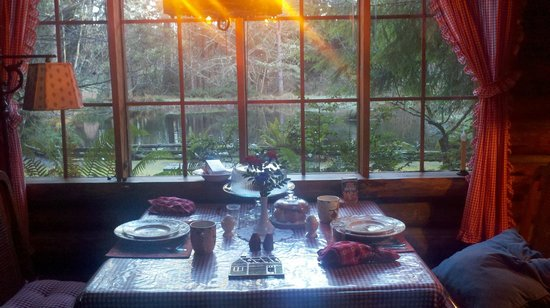 Guest House Log Cottages: Breakfast ready