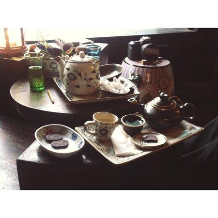 Reaching Out Tea House : Tea time!