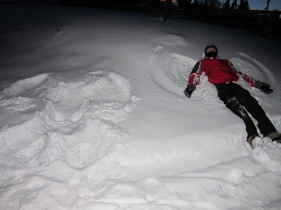 Aurora Borealis Lodge: Plenty of time to make snow angels while waiting for the show