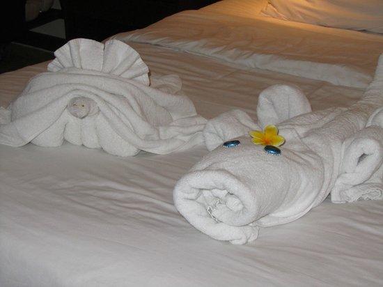 Discovery Kartika Plaza Hotel: Towel art each morning