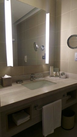 Hotel Jen Puteri Harbour, Johor: Bathroom