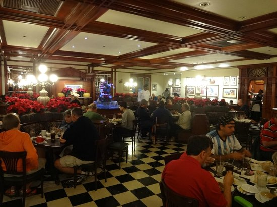 Tony's Town Square Restaurant: Inside view