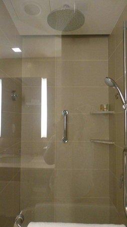 Hotel Jen Puteri Harbour, Johor: Rain shower with excellent water pressure... :)