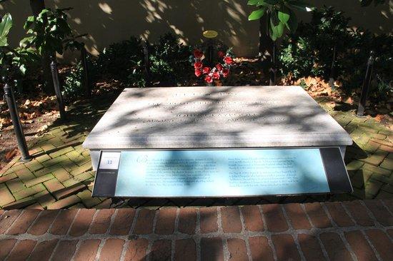 Betsy Ross House: Betsy Ross Grave