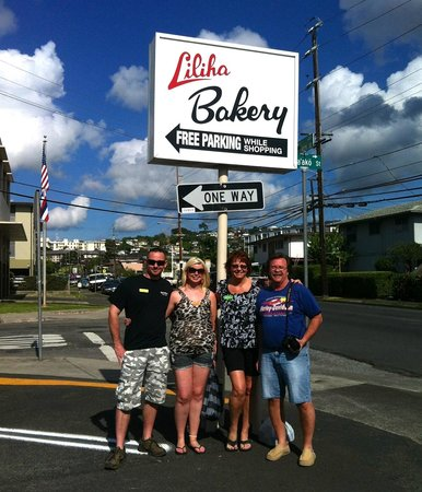 Hawaii Food Tours: Jack, Jennifferr, Joe Don , and Kristen @ Hole in the Wall Food Tour!