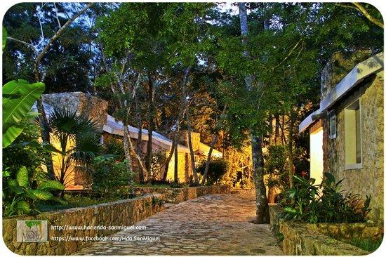 Hacienda San Miguel : Pasillo cabañas