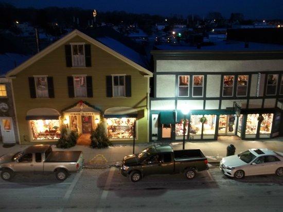 Lord Camden Inn: Great night view