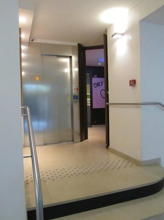Hotel Albe Saint Michel: Lift and entrance to Breakfast Room