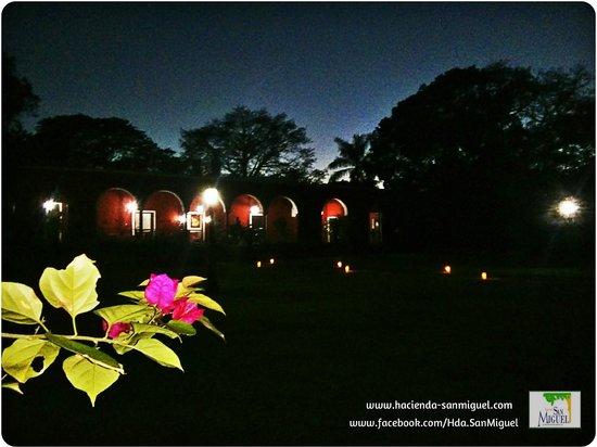 Hacienda San Miguel : Casa Principal de noche