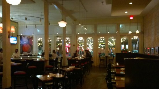 Annie's Cafe & Bar: Inside with tall ceilings