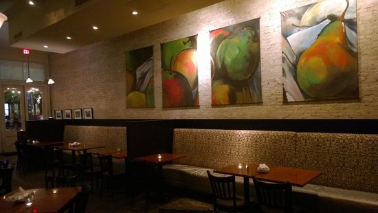 Annie's Cafe & Bar: Luxurious couch seating