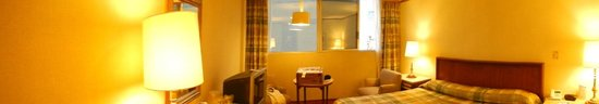 Hotel Bristol: Panoramic view of Guest room