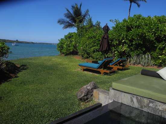 Four Seasons Resort Mauritius at Anahita: view of private garden of room