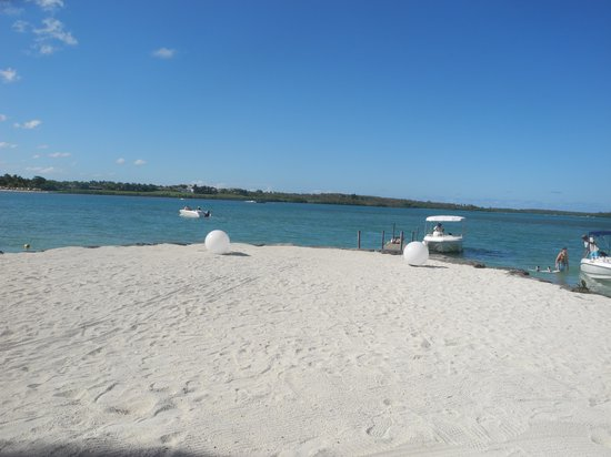 Four Seasons Resort Mauritius at Anahita: the lagoon