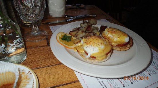 Summit Lodge & Resort: Eggs Benedict
