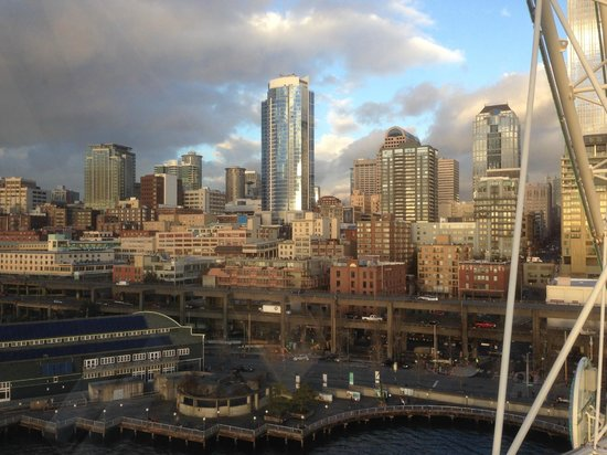 Seattle Great Wheel: The glow of the setting sun on the city