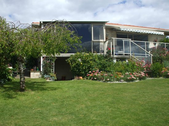 Riverview B & B Taupo: View from Sunroom to River