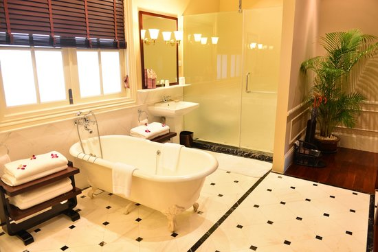 Raffles Grand Hotel d'Angkor: Villa suite bathroom