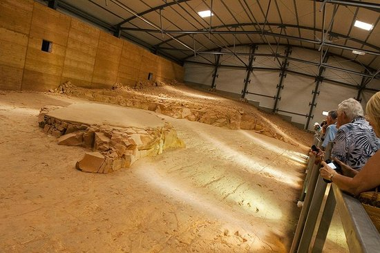 Dinosaur Stampede at Lark Quarry Conservation Park: Dinosaurs footprints