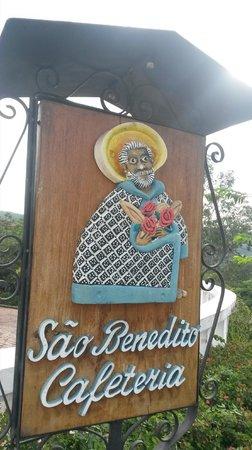 Placa no acesso à Cafeteria São Benedito