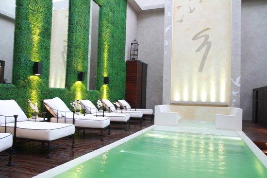 1828 Smart Hotel: Pool area.