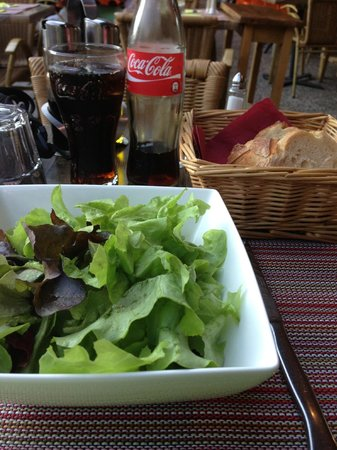 Restaurant La Tablée : I asked for a salad with no dressing. It was just what I needed.