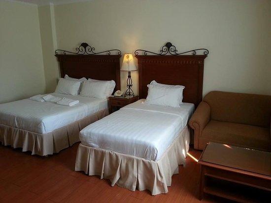 Alona Kew White Beach Resort: room