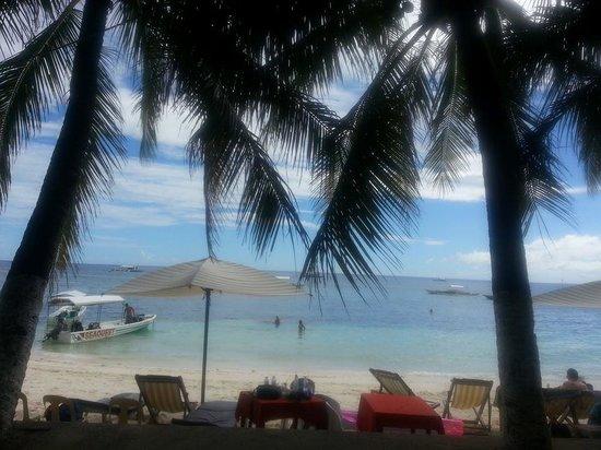 Alona Kew White Beach Resort: beach front