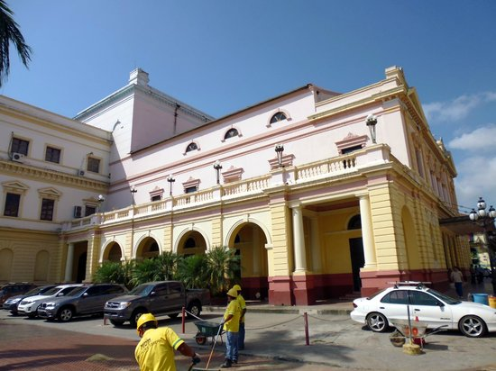 Teatro Nacional: la facciata