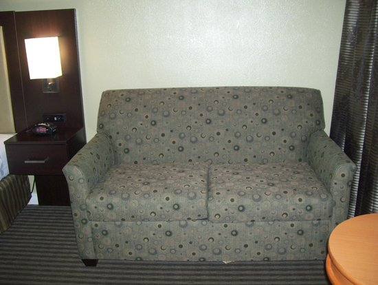 Best Western Royal Sun Inn & Suites: sofa