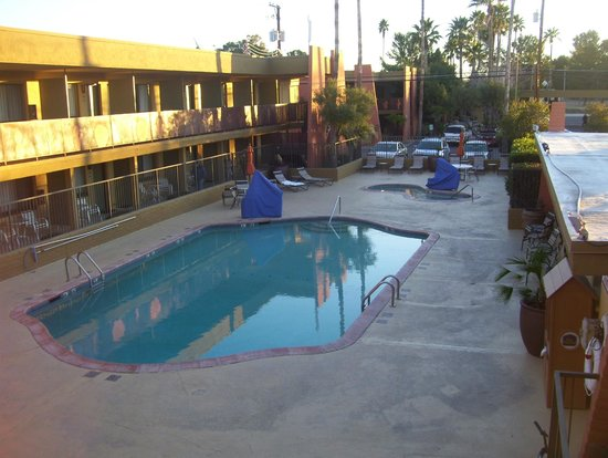 Best Western Royal Sun Inn & Suites: pool