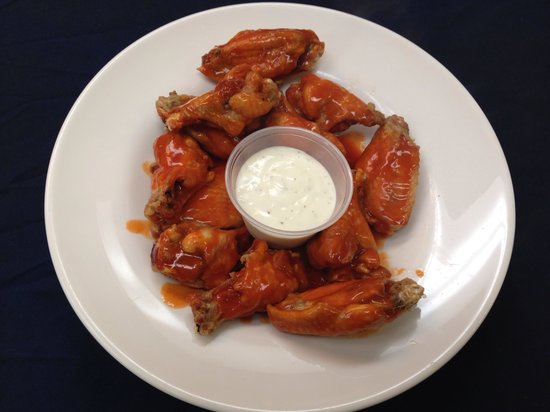 Little Mario's Pizza: The best wings in town