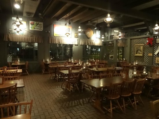 Cracker Barrel: Inside
