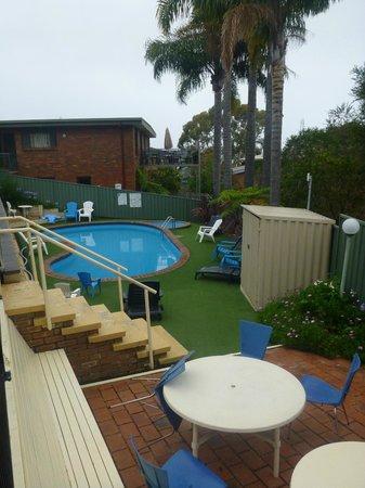 Sapphire Waters Motor Inn: pool