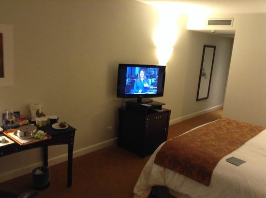 Radisson Hotel Curitiba: No balcony to handle personal belongins.