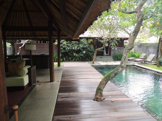 Kayumanis Ubud Private Villa & Spa : Villa pool and dining area