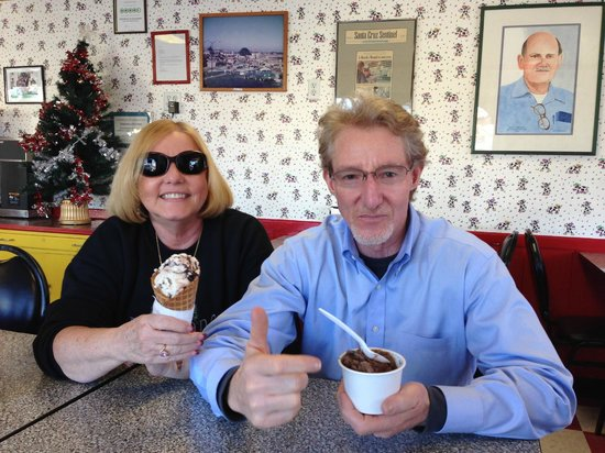 Marianne's Ice Cream: 72 degrees in December!!!