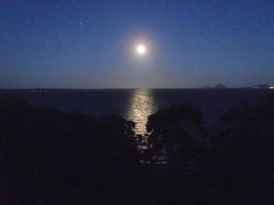 Ibis Styles Port Stephens Salamander Shores: Moon Rise is as good as Sun Rise