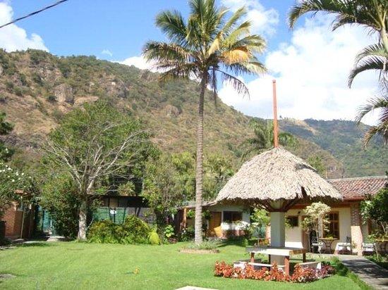 Hotel Regis Panajachel: desde el parqueo