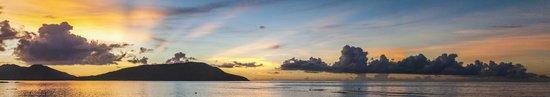 Blue Lagoon Beach Resort: sunset over the bay